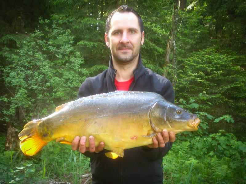 Christian mit 16 Pfund Spiegelkarpfen aus dem Holzweiher