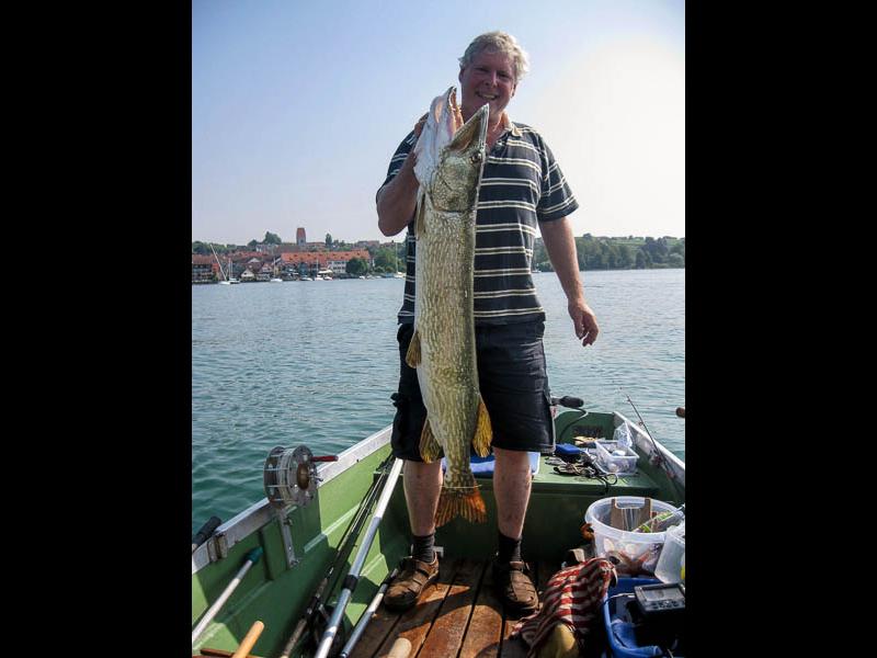 Jürgen mit Hecht 127cm, 21 Pfund